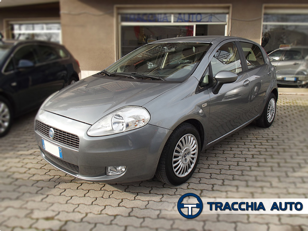 tracchia auto fiat grande punto 1 2 65cv 5 porte dynamic. Black Bedroom Furniture Sets. Home Design Ideas