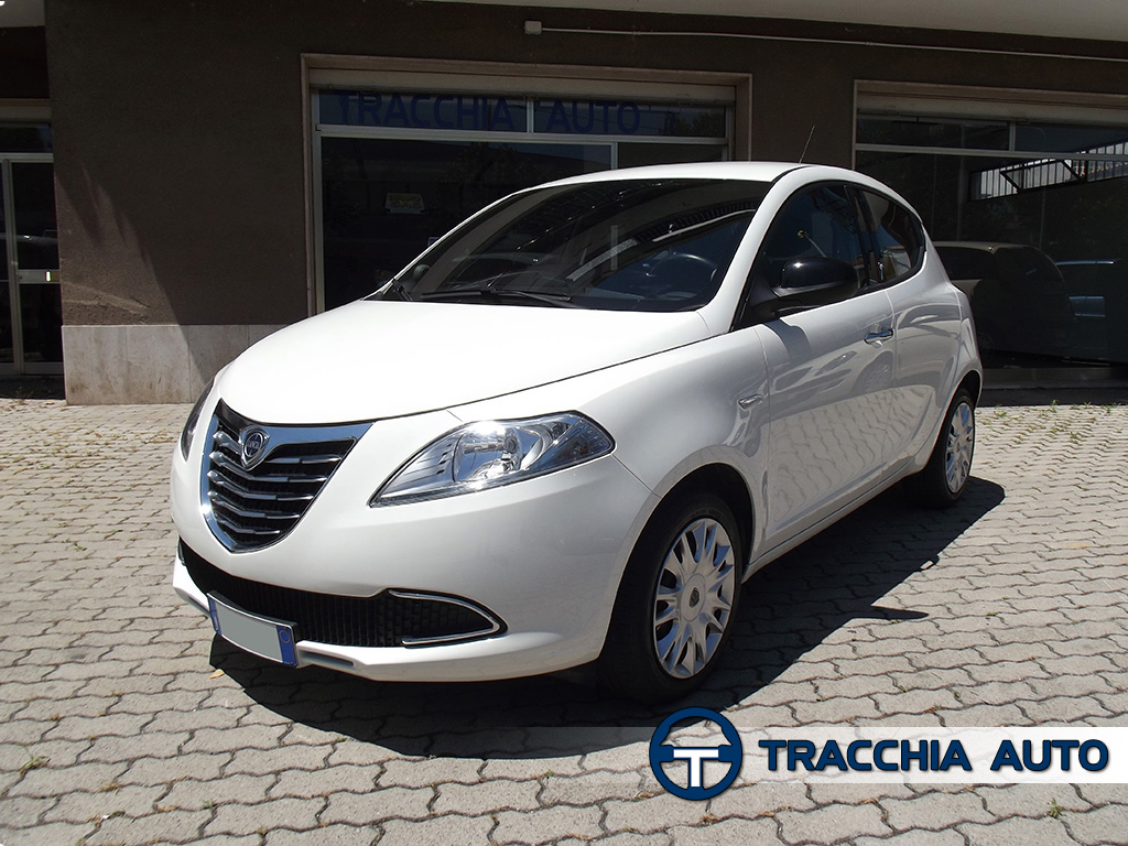 tracchia auto lancia ypsilon 1 2 69cv 5 porte gold. Black Bedroom Furniture Sets. Home Design Ideas