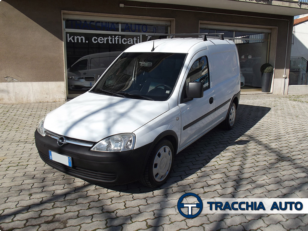 tracchia auto opel combo van 1 3 cdti 70cv 4p vetrato. Black Bedroom Furniture Sets. Home Design Ideas